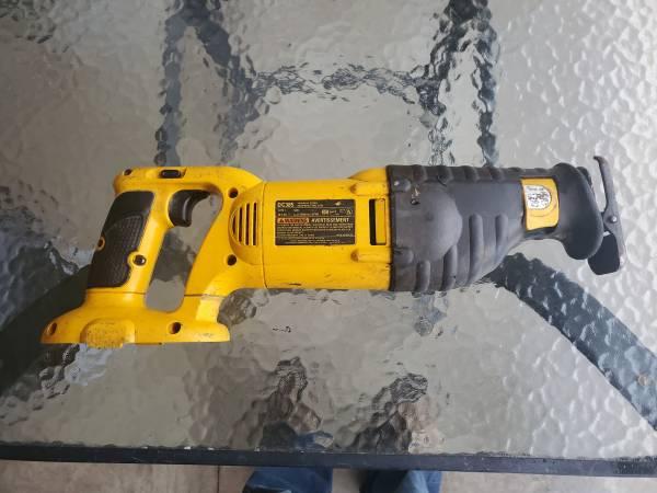 Photo dewalt 18 volt tools - $75 (Cedar Rapids)