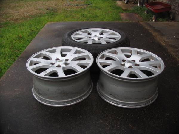 Photo 3 Used 19 inch Wheels from a 2008 Land Rover-Range Rover Sport-Vehicle - $125 (Marksville, La)