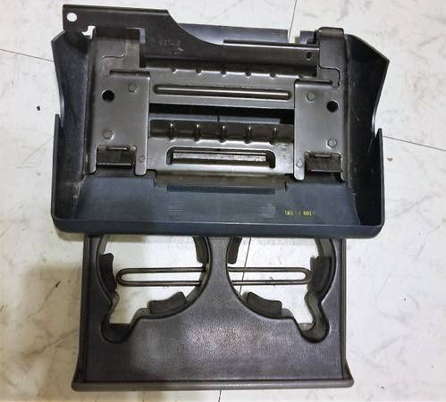 Photo 88-94 CHEVY C1500 CUP HOLDER - $8 (GREENWELL SPRINGS)