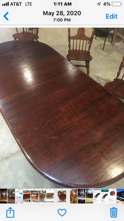 Photo Oak dining table with 6 chairs two leaves - $450 (Denham springs)