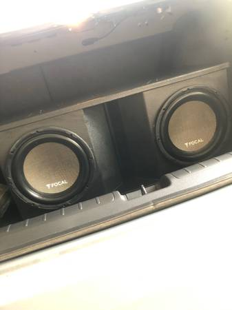 Photo Two Focal 10 Subwoofers in a Fox Box with a Phoenix Gold z500 watt  - $450 (Hammond)