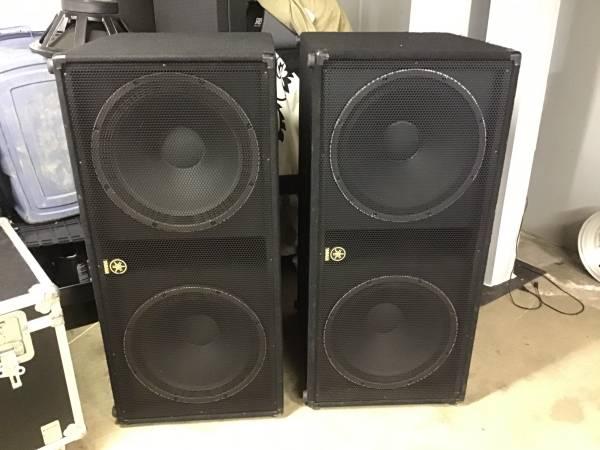 Photo Yamaha 218v and Qsc  - $600 (Lafayette la)