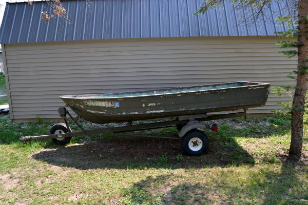 Photo 12 ft Aluminum boat wtrailer - $400 (Harrison)