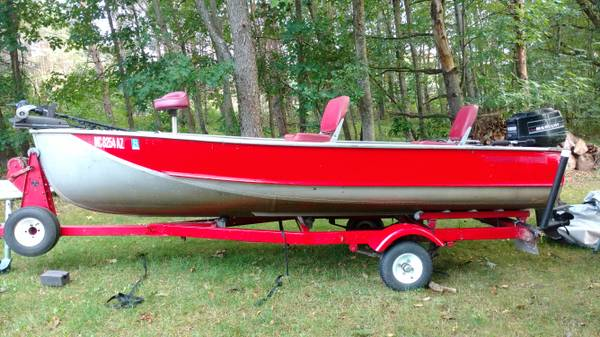 Photo 1439 Crestliner boat - $1,800 (Big Rapids)