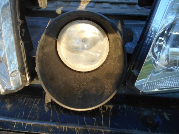 Photo 2004-2008 Ford F150 foglight - $10 (Saint Louis)