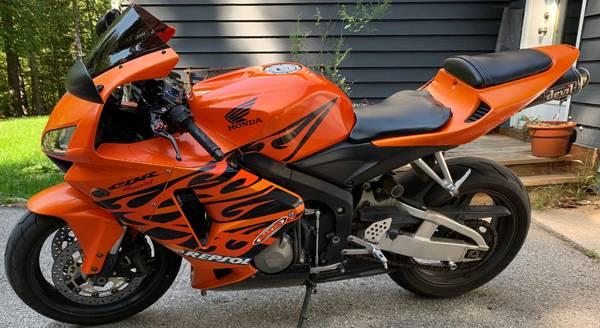 Photo 2006 Honda CBR 600RR 15.5K Miles - $5,500 (Traverse City, MI)