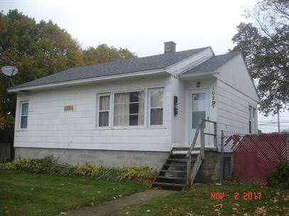 Photo $595  2br - 2 Bedroom, 1 bath available just one block from CMU cus