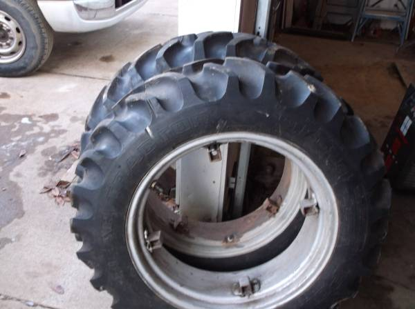 Photo 9.5 X 24quot TRACTOR TIRES FARMALL A B C ALLIS CHALMERS B C - $550 (Owosso)