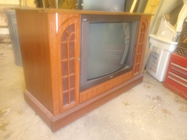 Photo Console TV on wheels, works GREAT (North East Harrison area)
