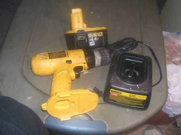 Photo Dewalt Drill Battery Charger - $35 (LYONS S. end of Area M21 (W. of St. Johns S. OF Pewamo))