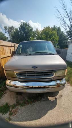 Photo Ford E350 super duty van triton v10 - $1,999 (Bay city)