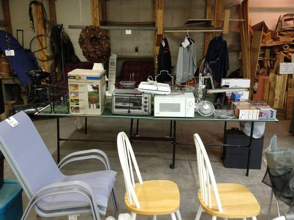 Photo Indoor heated garage sale with Black Friday Specials (Harrisville)