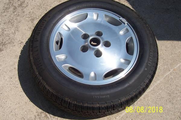 Photo JAGUAR XJ6 RIM and TIRE - $50 (GLADWIN)