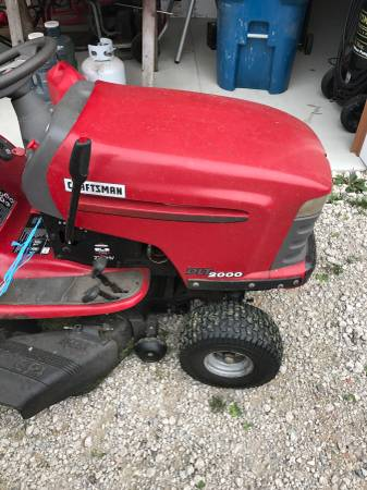 Photo Need a Hood for Craftsman DLT 2000 lawn mower - $1 (Coleman)