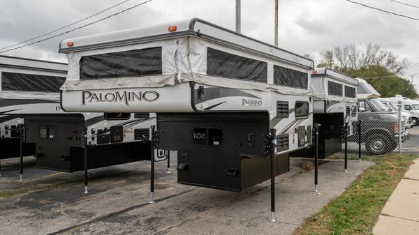 Photo RV SHOW PRICING PALOMINO SS550 12 TON POP UP TRUCK CAMPER 6 1239 BOX - $142 (or less per mo wac INTEGRITY RV SALES)