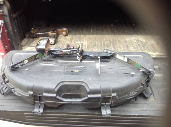 Photo Youth Bow PSE W Case Acc. - $90 (Mt. Pleasant)