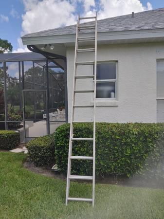 Photo 12 ft extention ladder - $75 (Sebring)