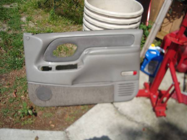 Photo 1995-99 Chevy Or GMC Pickup Truck Pass Door Panel Used GM Quality - $100 (lorida florida)