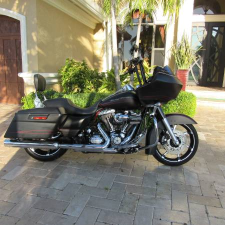 Photo 2012 Harley Davidson Road Glide Custom Only 10,369 miles - $13,900 (cape coral)