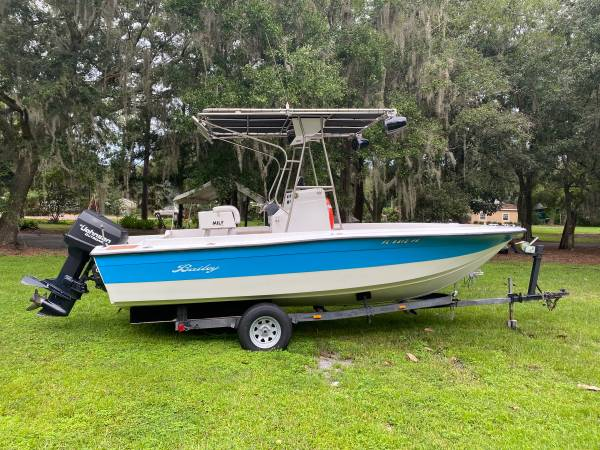 Photo 21 foot Center Console Fishing Boat - $23,000 (Lutz)
