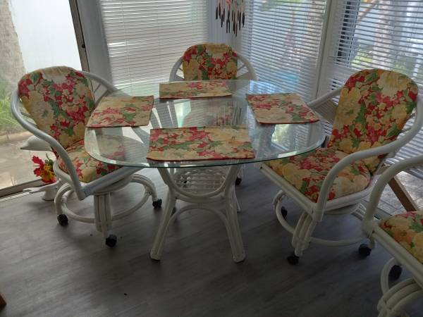 Photo 5 PC white wicker patio dining set in great condition - $200 (Lake Wales)