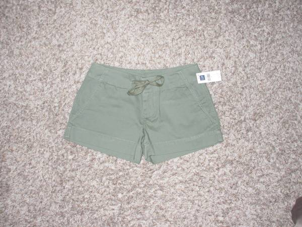Photo Brand New Gap Womens Shorts  Olive Green  Size 1 - $10 (Clearwater)