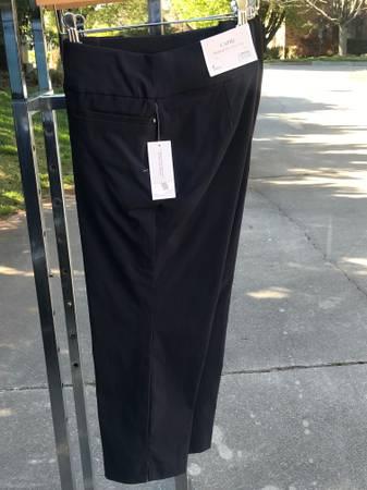 Photo Christopher  Banks Woman39s Shorts Size 6 Capri - $30 (Knoxville)