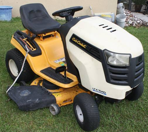 Photo Cub Cadet LTX 1040, automatic, 19 HP Kohler, 42quot deck rider - $725 (PoincianaKissimmee)