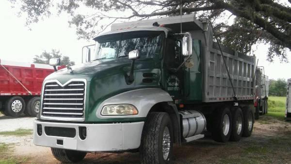 Photo Dump truck hauling - shell, fill dirt, lime rock, landscape materials - $150 (Avon Park)