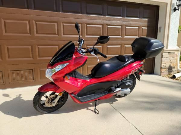 Photo Honda PCX 150 2013 Scooter - $1,600 (CAPE CORAL)