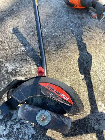 Photo Husqavarna weed eater and attachments - $245 (Sebring)