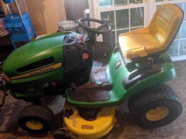 Photo John Deere 42quot cut lawn mower - $600