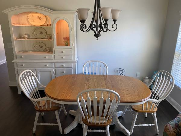 Photo OAK Dining Table and Chairs - $425 (Village of Fenney, FL)