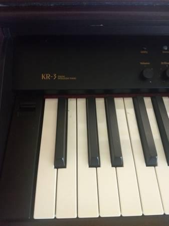 Photo Roland KR-3 88 Key- Keyboard - $500 (Lake Placid)