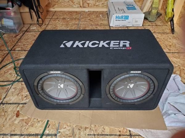 Photo Tw KIcker 10 Comops, box, and JL audio 1000  like New - $450 (Bradenton)
