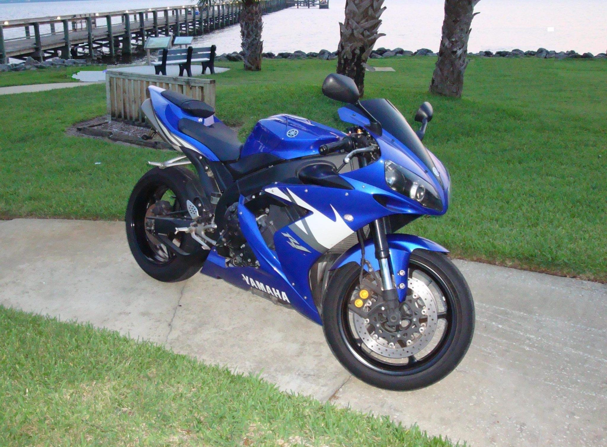 Photo 2004 Yamaha YZF R1 $8000169.60169.60