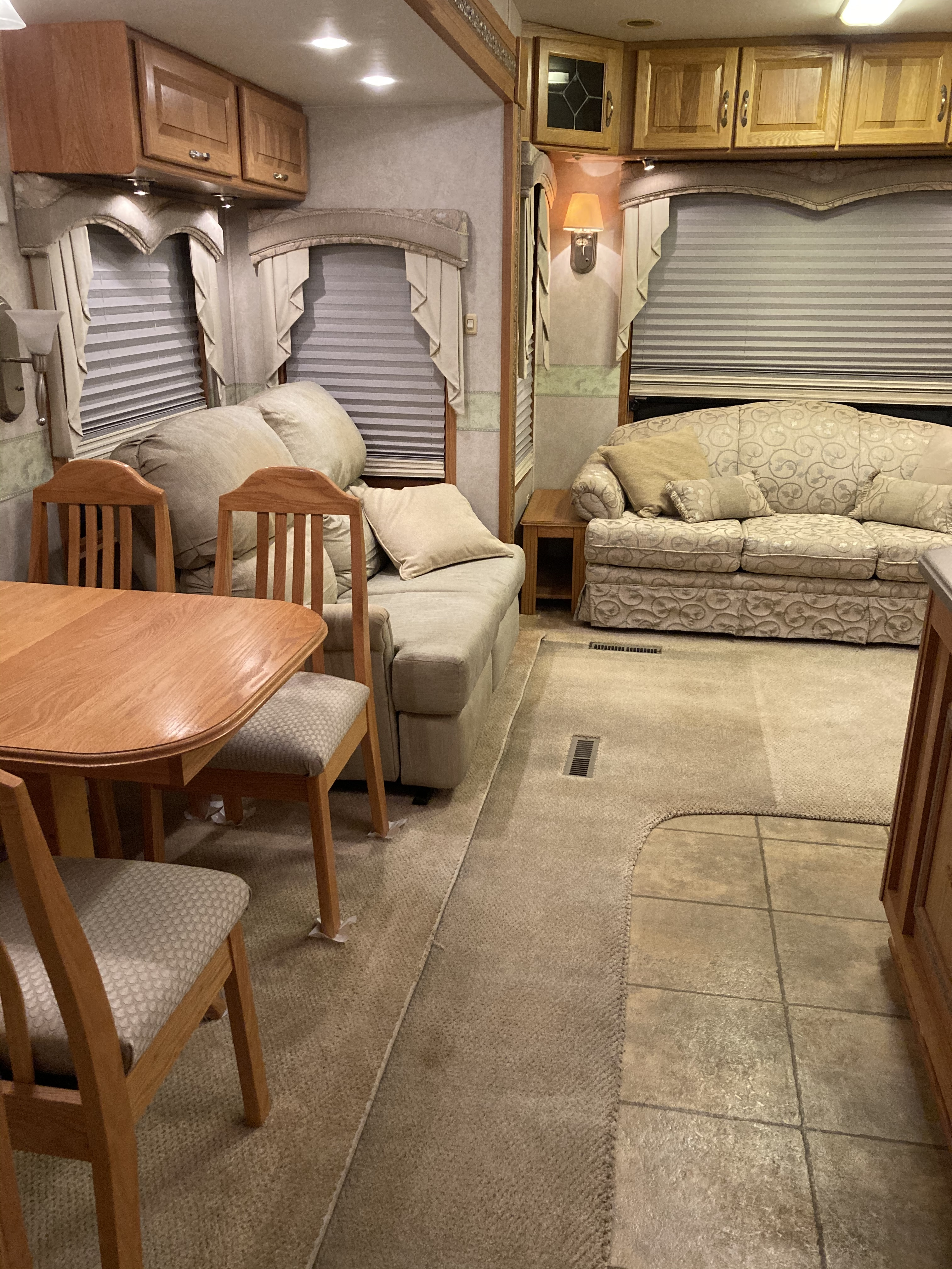 Photo 2005 Doubletree Rv MOBILE SUITE 32TK3 $23000