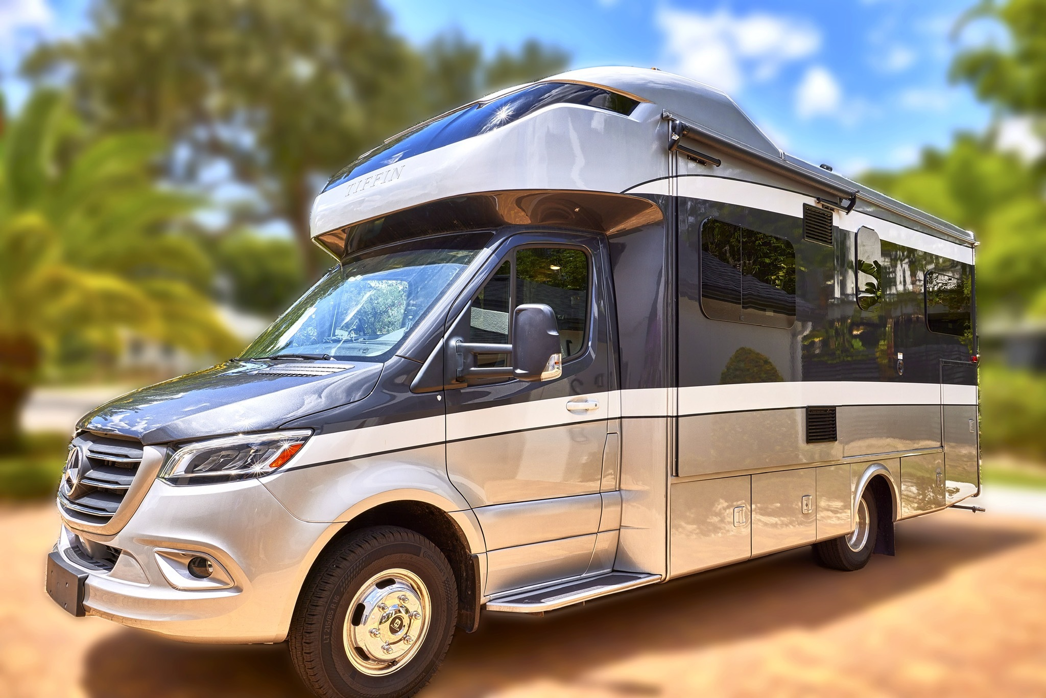 Photo Used 2020 Tiffin Motorhomes Class C RV  $145000
