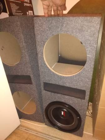 Photo 10 inch subwoofer ported box - $40 (Danville illinois)