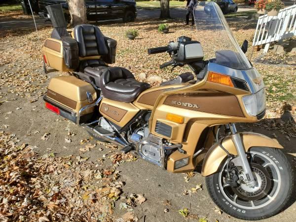 Photo 1985 Honda Gold Wing - $2,900 (Lafayette)