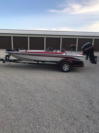 Photo 1999 R83 Sport Ranger Boat - $14,500 (Bismarck, IL)