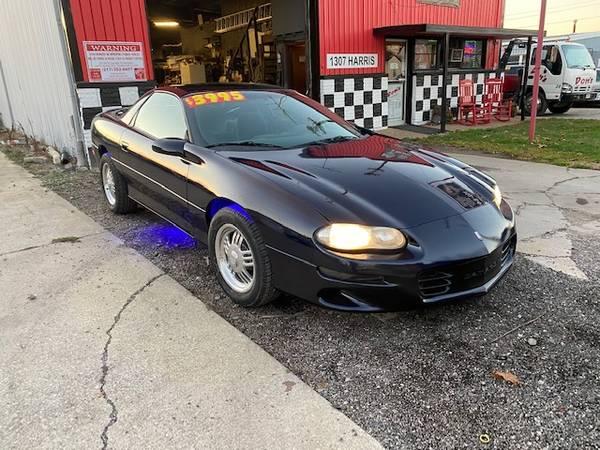 Photo 2001 Chevy Camaro - $3,295 (Chaign)