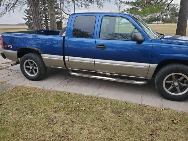 Photo 2003 Chevy Silverado Z71 4x4 - $3,300 (Rossville)