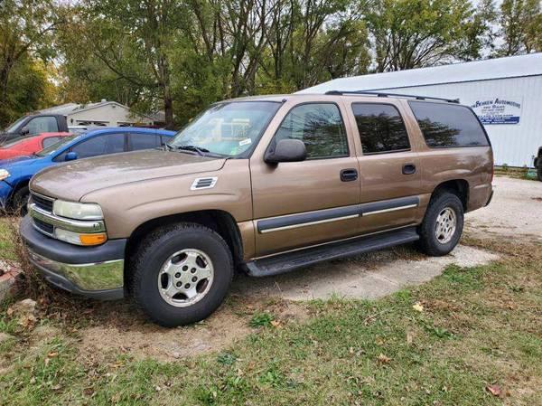 Photo 2003 Chevy Suburban 1500 - $2,500 (Monticello, IL)