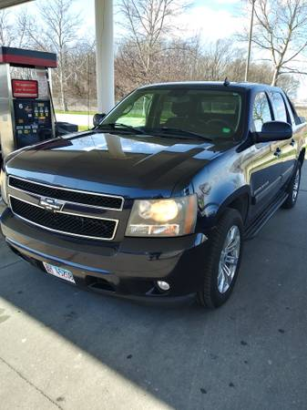 Photo 2007 Chevy Avalanche - $7000 (Chaign)