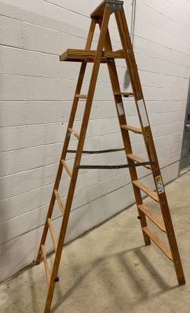 Photo 8-Foot Werner Wood Step Ladder - Like New - $50 (Chaign)