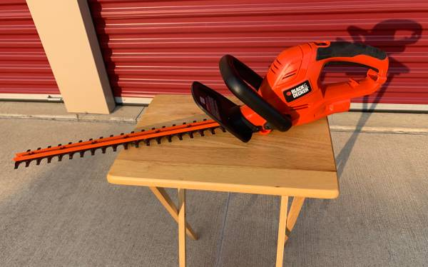 Photo Black and Decker 22 in. 4.0 Amp Corded Electric Hedge Trimmer - $40 (Chaign)