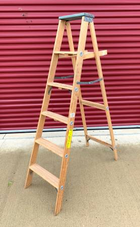 Photo Commercial Grade 6 foot Step Ladder - $40 (Chaign)