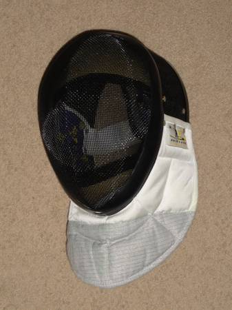 Photo FENCING MASK HELMET ADULT MEDIUM - $25 (CU Area)
