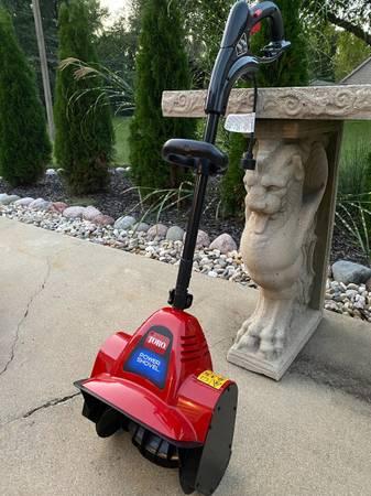 Photo Toro Power Shovel, Snow Shovel, Used 1 Time, Like New - $60 (SW Chaign)